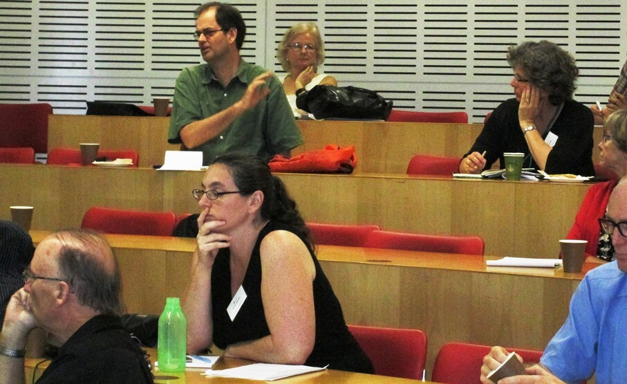 Robin Archer (UK) making a comment with Verity Burgmann (Australia) Dianne Hall (Australia) and Jennie Jeppesen (Australia) in audience