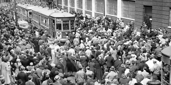 Crowds outside Apex Hosiery Mill tie up traffic as strikers took possession of mill, May 6, 1937. Courtesy of Special Collections Research Center. Temple University Libraries, Philadelphia, PA.