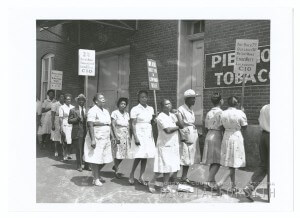 local22-picof-women-strikers-on-picket-uzz_eva_01349